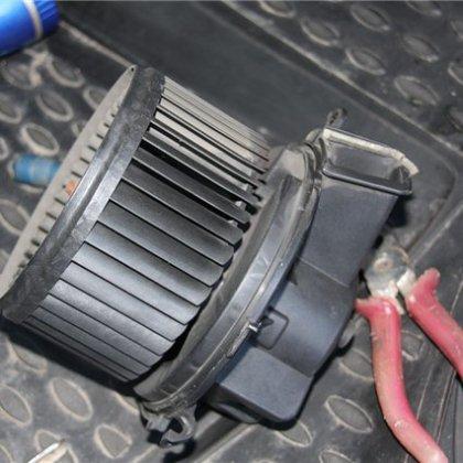 Как снять моторчик печки на Peugeot Boxer?