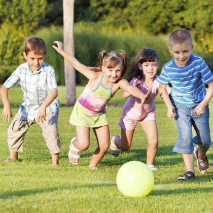 Как и чем развлечь детей на природе?
