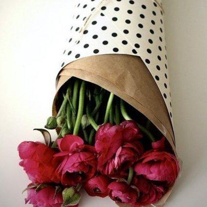 Как красиво завернуть букет в бумагу?